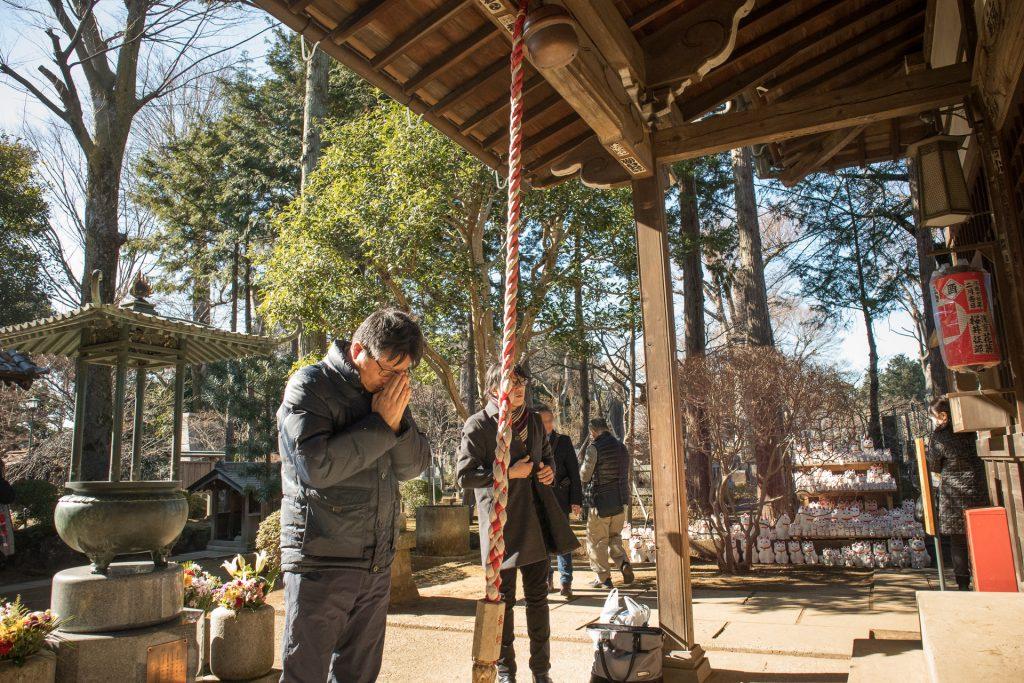 豪徳寺に参拝するユーリンク株式会社の代表
